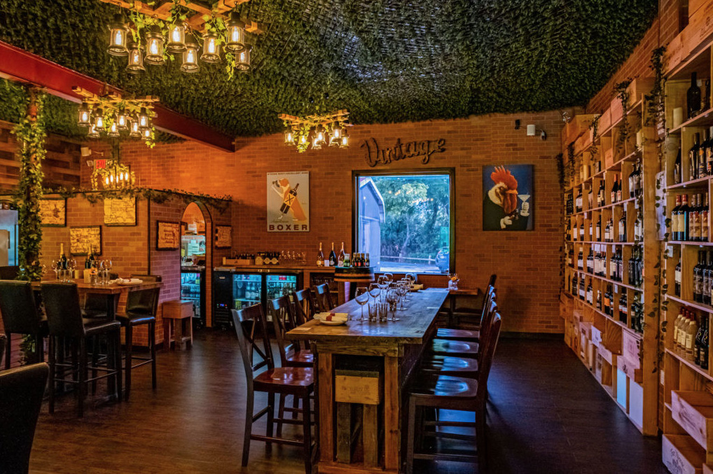 Orlando Date Night Ideas - Pizza and Wine at The Wine Barn