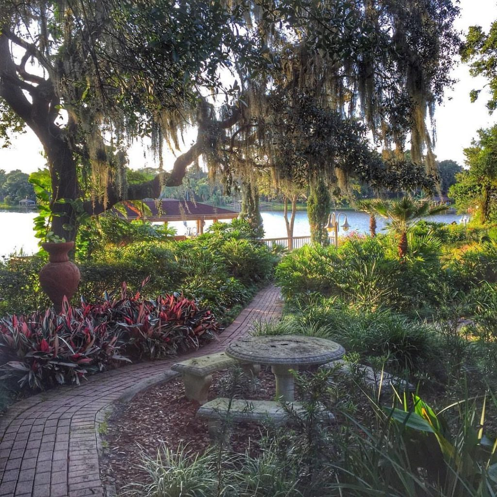 First Date Ideas in Orlando - Enzo's on the Lake for dinner