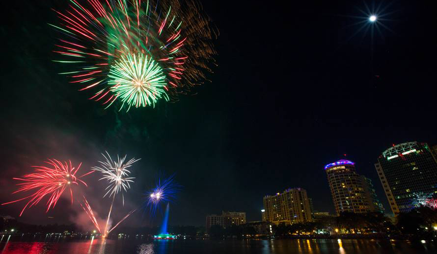 4th of July in Orlando - Fireworks at the Fountain at Lake Eola