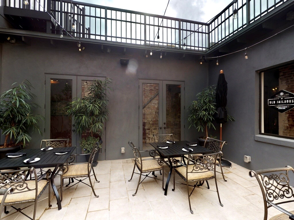 Courtyard at The Old Jailhouse in Sanford - Outdoor Dining in Orlando guide