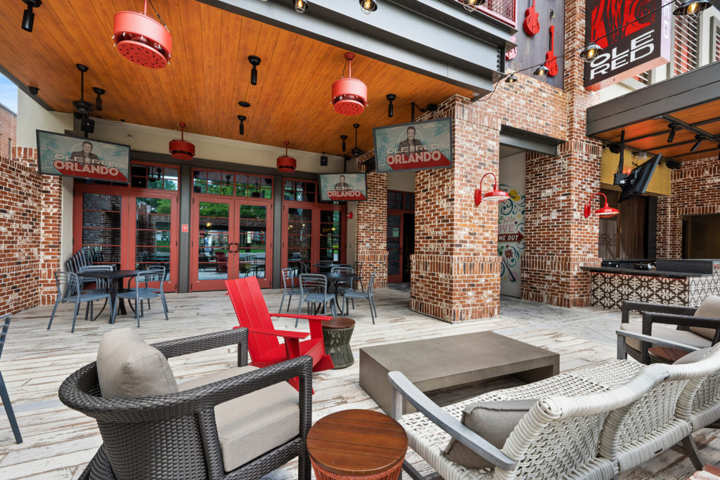 Outdoor dining in Orlando - Ole Red Orlando patio